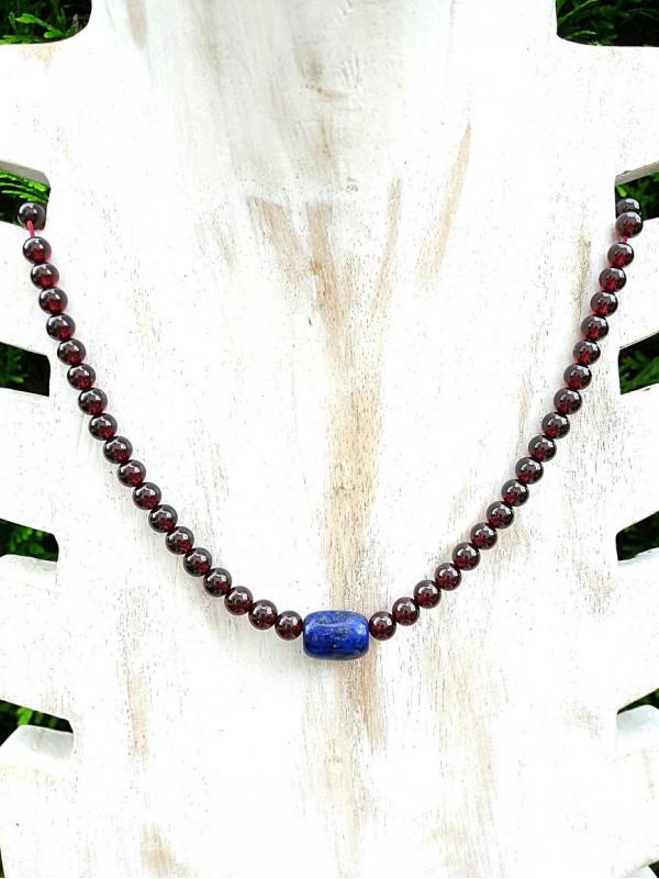 Garnet and Lapis-lazuli necklace